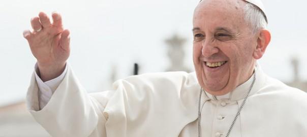Papa Francesco Saluta