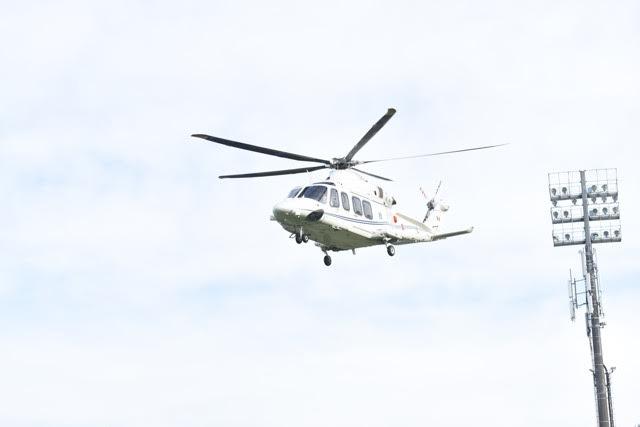 L'elicottero di Papa Francesco sta per atterrare allo stadio