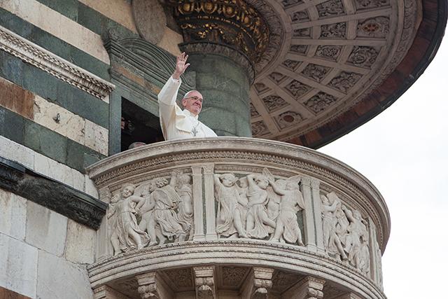 Francesco saluta dal pulpito di Donatello