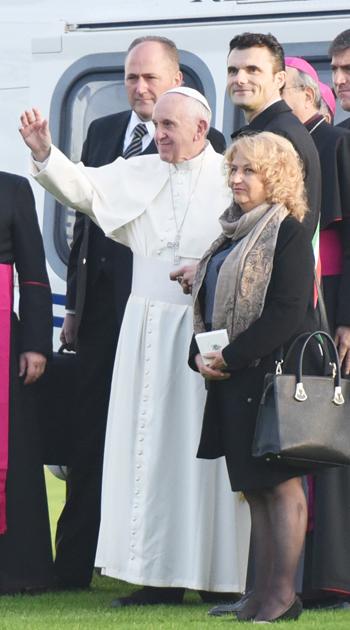 Il saluto di Francesco a Prato