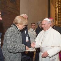 Papa Francesco e la direttrice della Caritas Idalia Venco