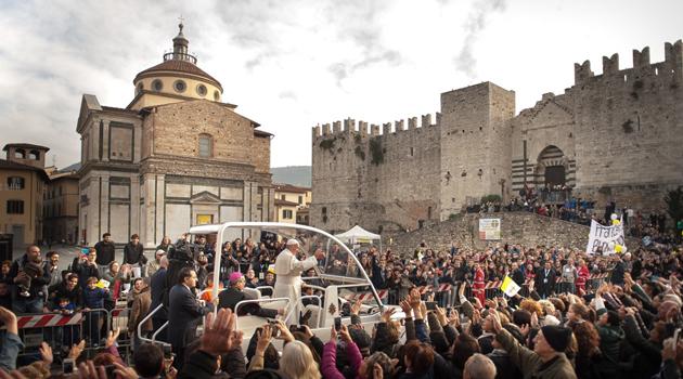 Papa Francesco in piazza delle Carceri