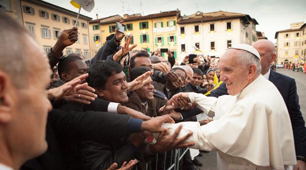 Strette di mano in piazza del Duomo