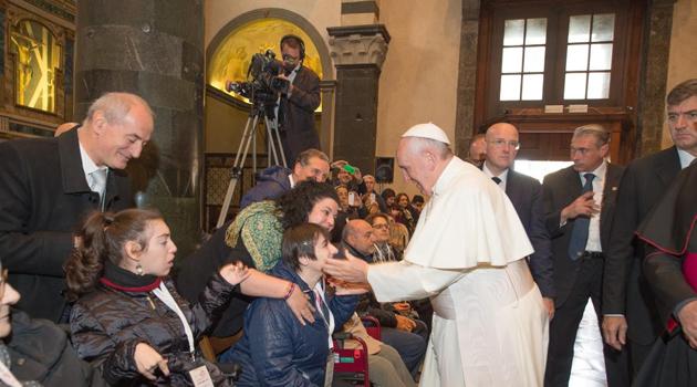 Una carezza da Papa Francesco