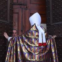 Il vescovo Agostinelli apre la Porta Santa