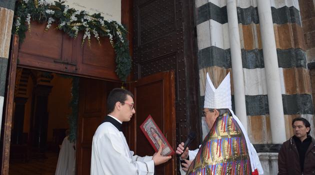Il vescovo legge il suo intervento