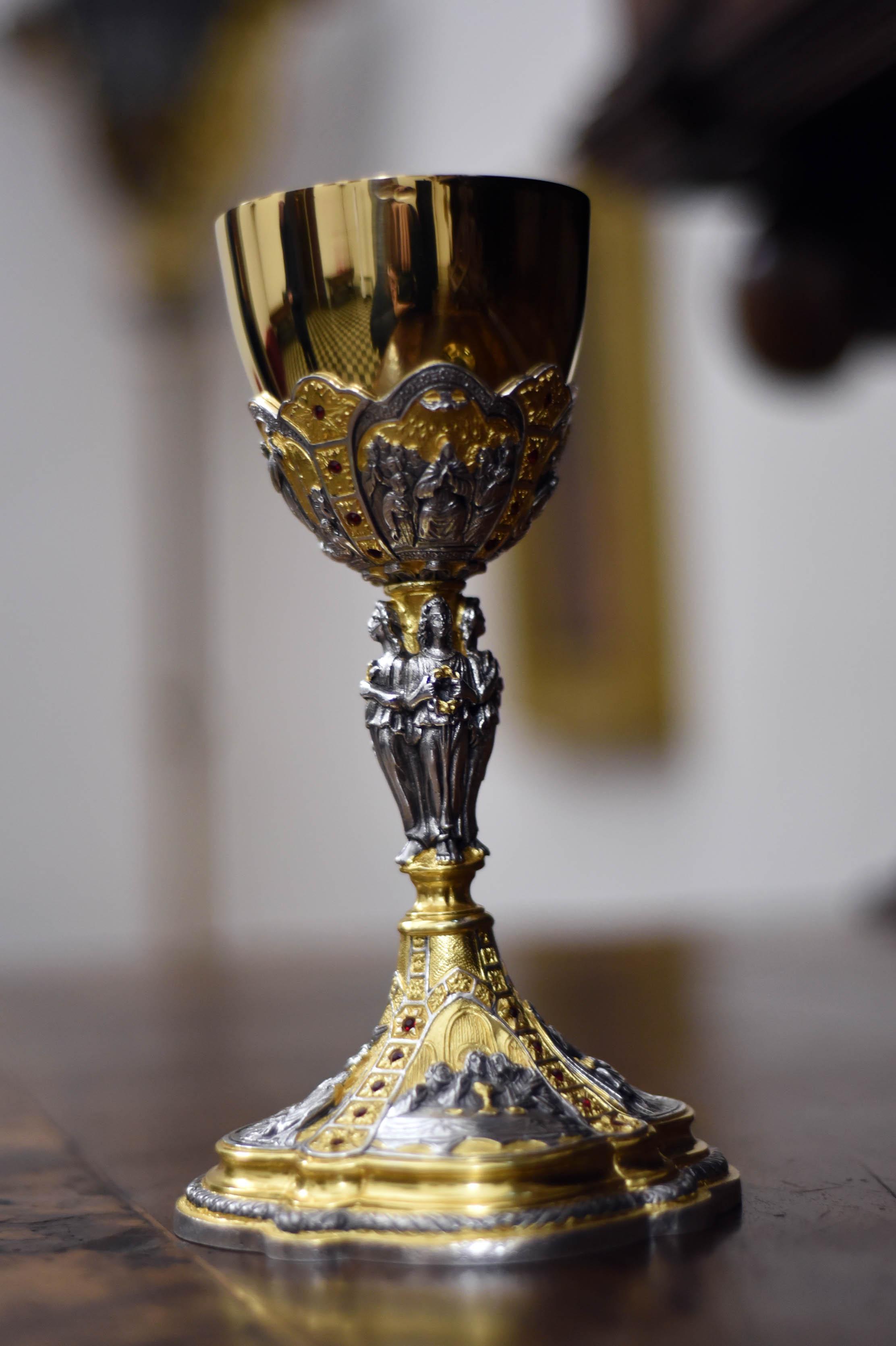 calice donato da papa francesco alla cattedrale di prato