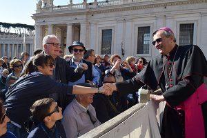 Il Vescovo Agostinelli saluta i pratesi