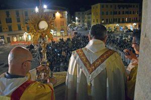 corpus domini 2016_benedizione eucaristica dal pulpito