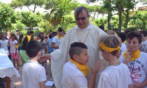 Chierichetti con il Vescovo alla Versiliana