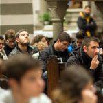 Giovani in Preghiera: in chiesa e in piazza del Comune