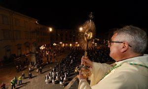 Corpus Domini 2020 – ottocento fedeli alla Messa in piazza Duomo